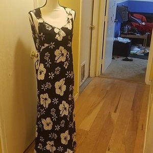 Black and white hibiscus maxi dress